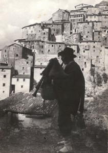 Old Bagpiper Anticoli Corrado Courtesy Mary Evans/Alinan Archives